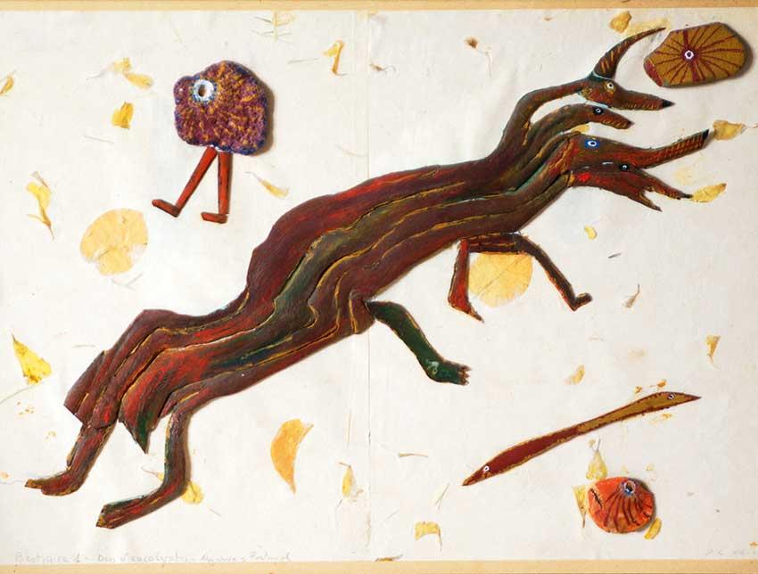 2004 - Bestiaire 1 - Fond en carton - peinture à l'eau - écorces d'eucalyptus - galets - végétaux - 30x40 cm