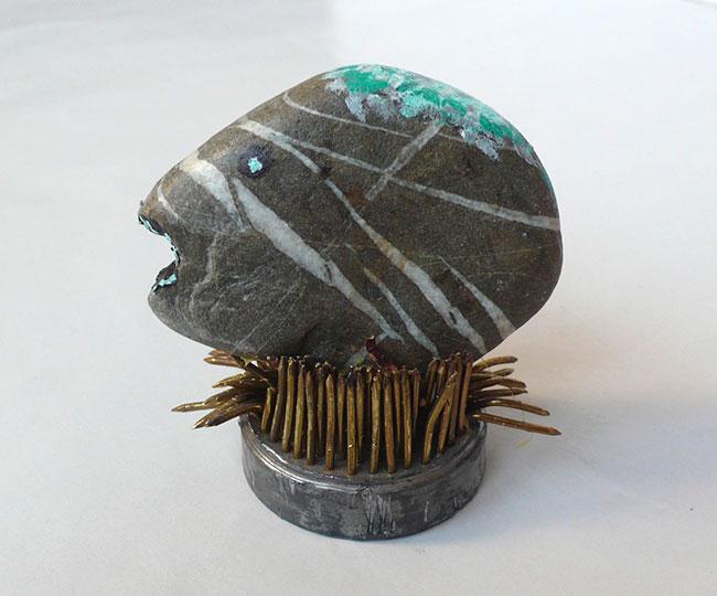 2006 - Sans titre - Peinture à l'eau sur pierre - brosse en acier et bronze - 15x15x15 cm